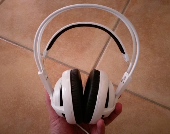 90f5b9ba195 ... SteelSeries Siberia 200 first and the Siberia 300 in a later post.  IMAG0465