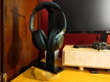 Oakywood 2-in-1 Headphone Stand and Charger is a Necessary Workspace Addition |Review